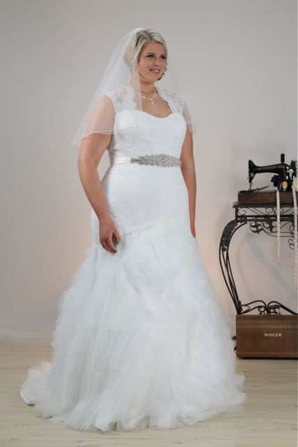 Mermaid plus size wedding dress Angie with glamour bridal belt