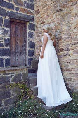 Lee bridal gown in country setting