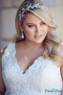 Simple wedding dresses plus size Andrea Close up