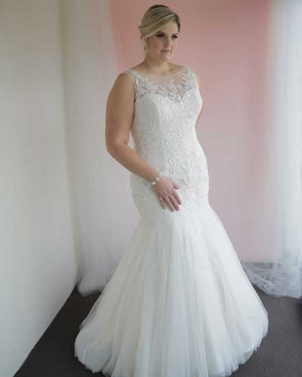 Geneive fit and flare wedding dress mermaid style.