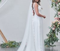 Long lace edge veil single layer