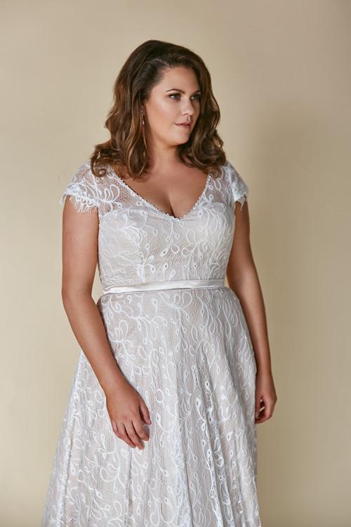 Amelia wedding dress great for beach weddings
